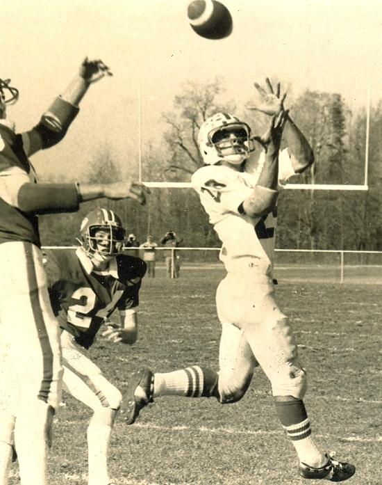 Dom Nozzi catching a pass against fairport Nov 1977 higher resolution